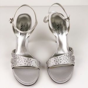 THE TOUCH OF NINA SILVER W/ CRYSTAL FORMAL HEELS
